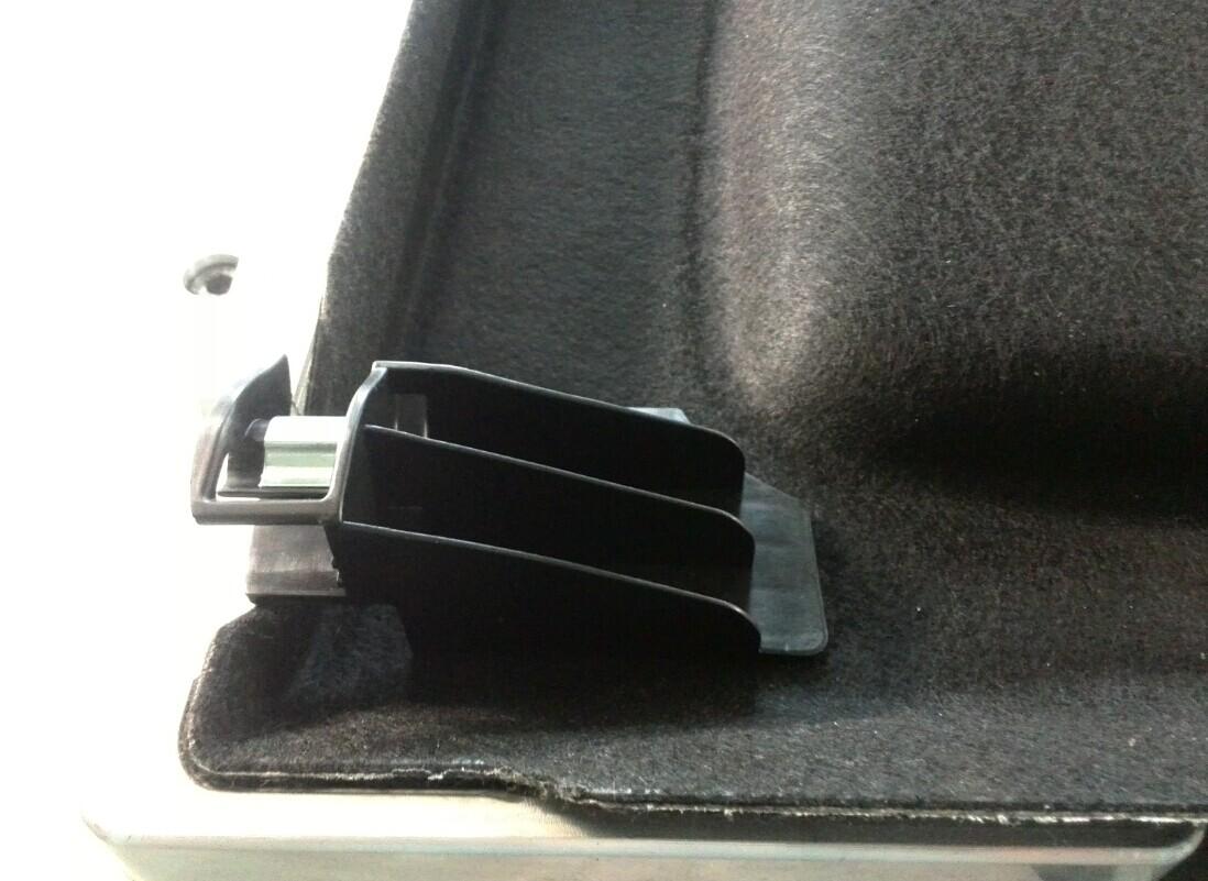 汽车后隔板衣帽架转轴塑料挂扣卡扣热熔焊接机